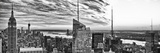 Veduta panoramica di Manhattan con l'Empire State Building al tramonto II Stampa fotografica di Philippe Hugonnard