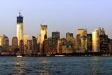 Vue D'Un Ferry Arrivant De Nuit Vers Le Financial District À Manhattan  Photographie par Philippe Hugonnard