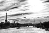 Puesta de sol en el puente Alejandro III, Torre Eiffel, París Lámina fotográfica por Philippe Hugonnard