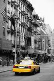 Táxi amarelo em Chinatown Impressão fotográfica por Philippe Hugonnard