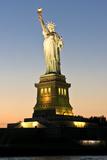 Liberty Island - Vue De La Statut De La Liberté Au Couché Du Soleil Photographie par Philippe Hugonnard