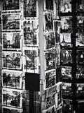 Présentoir De Cartes Postales À Montmartre À Paris Papier Photo par Philippe Hugonnard