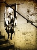 Straßenkunst auf Wand eines Treppenhauses, Paris Fotografie-Druck von Philippe Hugonnard