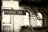 Straatnaambord Manhattan Avenue Fotoprint van Philippe Hugonnard