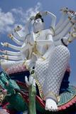 Giant Statue of Kwan Yin, Buddhist Goddess, Wat Plai Laem, Ko Samui, Thailand Fotografie-Druck von Cindy Miller Hopkins