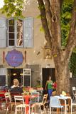 Outdoor Cafe in the Town of Saint Remy De-Provence, France Fotodruck von Brian Jannsen