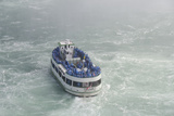 Maid of the Mist Sightseeing Boat, Niagara Falls, Ontario, Canada Fotografisk tryk af Cindy Miller Hopkins