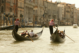Tourist Ride in Gondolas on the Grand Canal in Venice, Italy Fotografisk tryk af David Noyes