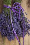 Lavendelsträuße, Trockenschuppen beim Lavendelfest, Sequim, Washington, USA Fotodruck von John & Lisa Merrill
