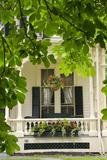 Historic Cooperstown House with Flowers, Cooperstown, New York, USA Valokuvavedos tekijänä Cindy Miller Hopkins