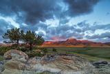 Fiery Sunrise Light, Ear Mountain, Rocky Mountain Front, Choteau, Montana, USA Stampa fotografica di Chuck Haney