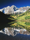 Maroon Bells Reflected in Maroon Lake  White River National Forest  Colorado  USA