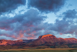 Fiery Sunrise Light, Ear Mountain, Rocky Mountain Front, Choteau, Montana, USA Stampa fotografica di Chuck Haney