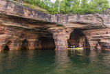 Kayaker in Sea Caves, Devils Island, Apostle Islands National Lakeshore, Wisconsin, USA Stampa fotografica di Chuck Haney