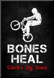 Bones Heal Chicks Dig Scars BMX Sports Poster Print Lámina montada en tabla