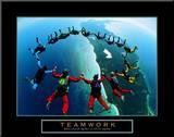 Teamwork– Fallschirmspringer II Druck aufgezogen auf Holzplatte