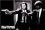 Pulp Fiction –  Duo with Guns (Jackson and Travolta) B & W Movie Poster Druck aufgezogen auf Holzplatte
