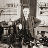 Thomas A. Edison at the Desk in His Laboratory, West Orange, NJ, Ca. 1901 Pósters