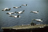Aircraft Fly over the Nuclear-Powered Aircraft Carrier USS George Washington, 1992 Fotografía