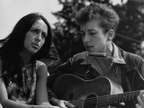 Joan Baez and Bob Dylan Singing at the 1963 Civil Rights March on Washington Photographie