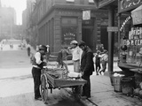 Men Eating Fresh Clams from a Pushcart Peddler in NYC's Italian Quarter Pôsters