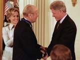 President Clinton Awards Former President Ford the Medal of Freedom, Aug, 2009 Photo