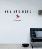 You Are Here (sticker murale) Decalcomania da muro di Antoine Tesquier Tedeschi