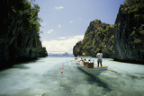 A Tourist Boat Travels Through the Islands of the El Nido Area Fotografisk tryk af Paul Chesley