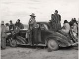 Vintage Image of Native Americans Sitting On an Early Automobile Fotografisk tryk af B.Anthony Stewart