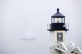 A Sailboat Passing Marshall Point Lighthouse in Port Clyde, Maine Fotografisk tryk af John Burcham