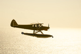 A PA18 Super Cub Floatplane Flying to Conception Island Reproduction photographique par Jad Davenport
