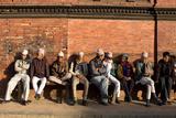 Local Men Sit on a Bench in Patan Durbar Square Fotografisk tryk af Dmitri Alexander