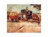 Les roulottes, campement de bohémiens aux environs d'Arles Poster par Vincent van Gogh
