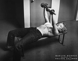 Marilyn Monroe with Weights Posters par Philippe Halsman