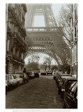 Scorcio della Torre Eiffel da una vietta, Parigi Stampe di Clay Davidson