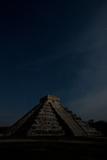 The Step Pyramid, El Castillo, at Chichen Itza Under a Star Filled Sky Fotografisk tryk af Dmitri Alexander