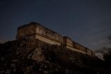 The Governor's Palace Mayan Ruins Under a Star Filled Sky at Twilight Fotografisk tryk af Dmitri Alexander