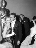 "30th Annual Academy Awards, 1957. Joanne Woodward ""The Three Faces of Eve"" And Paul Newman Fotodruck"
