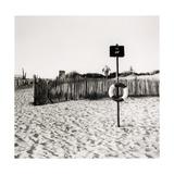 Lifebelt, Camber Sands Giclée-Druck von Fay Godwin