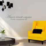 Love Conquers Quote Grey Wall Decal Decalques de parede