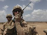 U.S. Marine Uses a Radio in Djibouti Fotografisk tryk af Stocktrek Images
