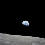 Earth Rising Above the Lunar Horizon Papier Photo par Stocktrek Images