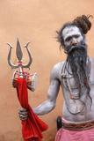 Sadhu with Shiva Trident Attending Haridwar Kumbh Mela Lámina fotográfica