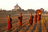 Burmese Novice Buddhist Monks Going for Alms Reproduction photographique