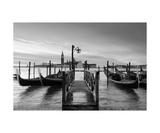 Venice At Sunrise In Black&White Fotodruck von Francesco Carovillano