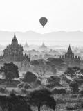 Bagan at Sunrise, Mandalay, Burma (Myanmar) Fotoprint av Nadia Isakova