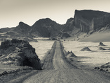 Chile, Atacama Desert, San Pedro De Atacama, Valle De la Luna, Valley Road Reproduction photographique par Walter Bibikow