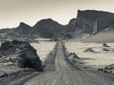Chile, Atacama Desert, San Pedro De Atacama, Valle De la Luna, Valley Road Lámina fotográfica por Walter Bibikow