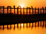 U Bein Bridge (Longest Teak Bridge in the World) at Sunset , Amarapura, Mandalay, Burma (Myanmar) Reproduction photographique par Nadia Isakova