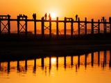 U Bein Bridge (Longest Teak Bridge in the World) at Sunset , Amarapura, Mandalay, Burma (Myanmar) Photographie par Nadia Isakova